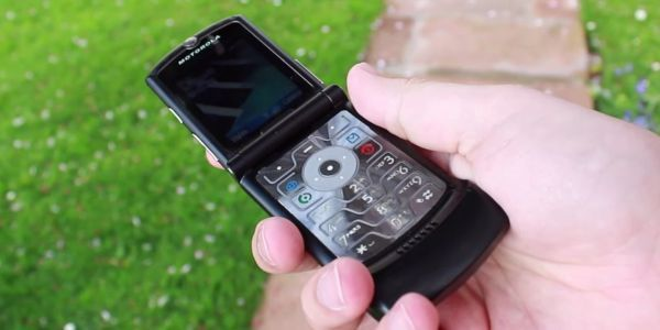 Everyone's favorite flip phone from the early 2000s is getting 2019 makeover - a foldable display