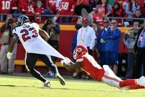 Carlos Hyde thrives for Texans after joining team in August