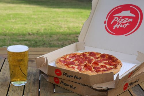 Pizza Hut Beer Delivery Expands To Nearly 300 Restaurants Ahead Of Super Bowl LIII