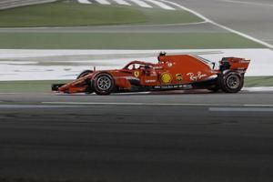 Raikkonen's car breaks Ferrari mechanic's leg in tire stop