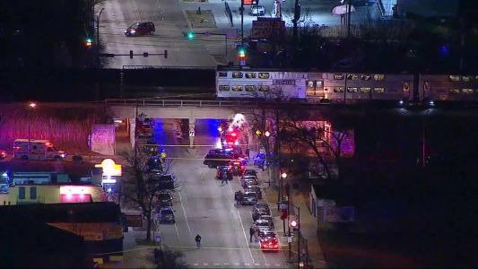 'Devastating tragedy': Two Chicago officers fatally struck by commuter train while on duty