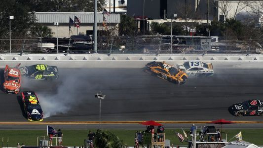 Watch: Kyle Busch, Jimmie Johnson, others crash early in 2018 Daytona 500