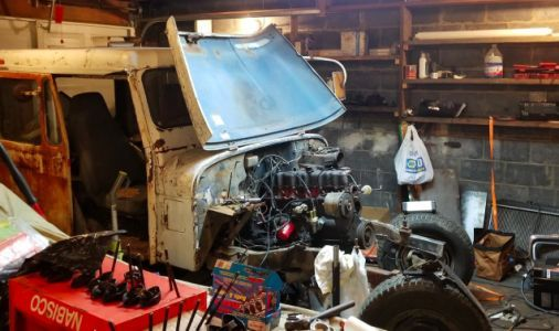 A Simple Electrical Issue Has Stopped My $500 Postal Jeep Project in Its Tracks
