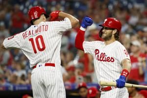 Dickerson homers twice, leads Phils to 6-5 win over Braves