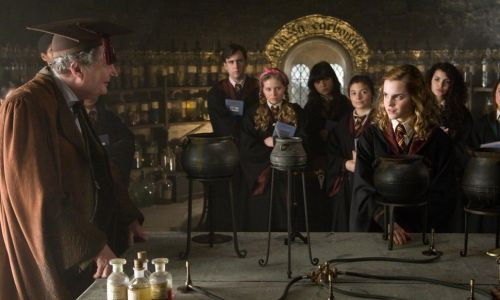 You can now take a 'Harry Potter' inspired cocktail-making class - and of course wands and robes are involved