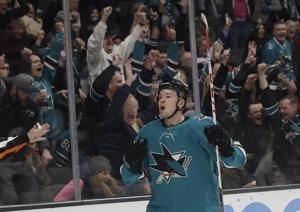 Sharks score 3 in 3rd period to beat Blackhawks 5-2