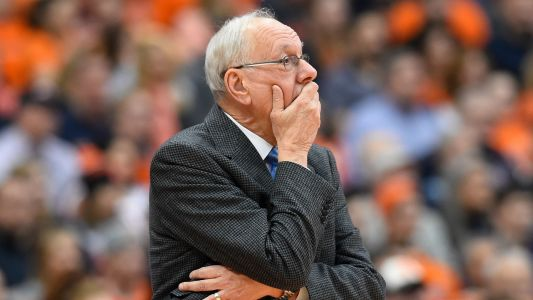 Syracuse's Jim Boeheim receives standing ovation days after fatal car accident
