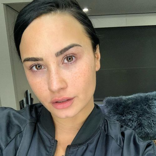 Demi Lovato Shares Glowing Makeup-Free Selfie: 'It's Important to Show Myself Underneath It All'
