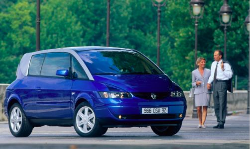 What you're looking at is one of the strangest production cars of this millennium: the Renault Avant