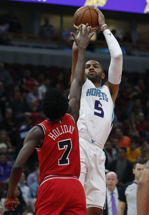 Holiday scores 27, Bulls hold off Walker, Hornets 123-120