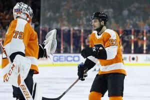Laughton scores twice, leads streaking Flyers over Jets 4-2