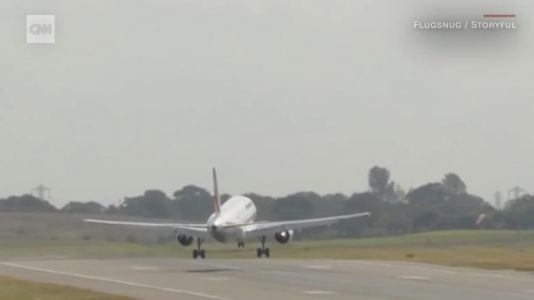 See jet's white-knuckle landing attempt