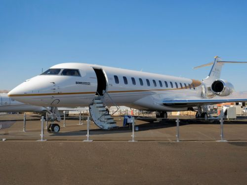 Bombardier's next generation $73 million Global 7000 private jet just made its air show debut