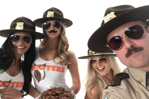 """It's No Joke! Hooters Teams Up with """"Super Troopers 2"""" to Launch Snozzberry Sauce"""
