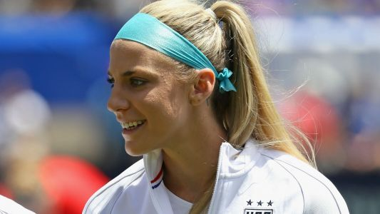 Julie Johnston Ertz gets news of Eagles' Super Bowl berth, reacts accordingly
