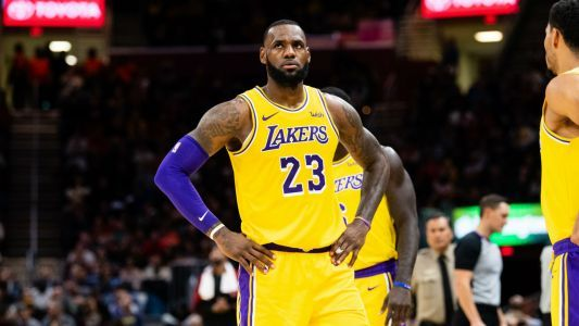 Why did Lakers play defense with hands behind their backs against Rockets?