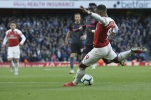 Cech stars as Arsenal beats Everton 2-0 for 5th straight win