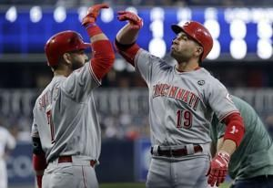Votto hits 1st career leadoff homer in Reds' 4-1 win