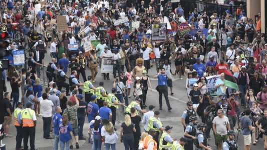 Chicago anti-violence march ends at Wrigley Field without incident