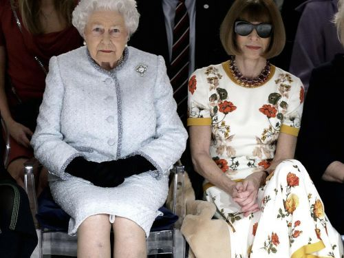 You'll love these pictures of the Queen sitting next to Anna Wintour at a fashion show