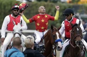 Mike Smith guides Justify to Triple Crown, oldest jockey