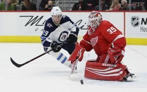 Byfuglien's late goal gives Jets 2-1 win over Red Wings