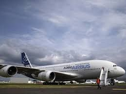 World's largest commercial aircraft, Superjumbo starts regular flights to Glasgow