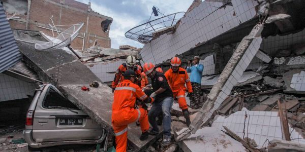 Devastation emerges from deadly Indonesian earthquake: At least 1,200 killed, disaster agency says early detection system failed