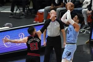 Brooks scores 32, Grizzlies pull away to beat Bulls 126-115