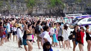 Record levels of Chinese tourism in Australia are building trust between the two countries