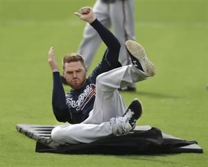 Braves' Freeman sidelined by right elbow irritation