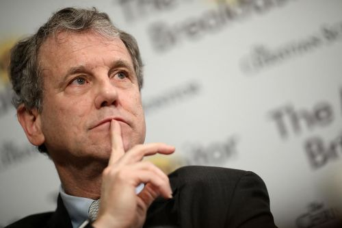 Sherrod Brown separates from Dem pack on Medicare, 'Green New Deal' proposals