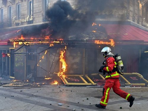 French Protesters Torch Elite Paris Restaurant