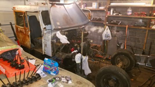 Everything Still Wrong With My $500 Postal Jeep With Just Three Weeks to Go