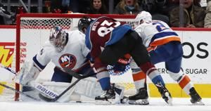 Francouz makes 27 saves, leads Avs to 3-1 win over Islanders