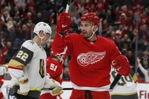 Mantha scores late, Red Wings beat Golden Knights 3-2