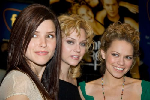 18 women from 'One Tree Hill' have come together to accuse series creator Mark Schwahn of sexual harassment