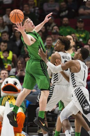 UConn pulls away late to knock off Oregon 71-63