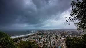 Cyclone Fani makes landfall with heavy downpour in Odisha's prime tourist location, Puri