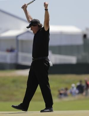 Mickelson apologizes 4 days after violating golf rules
