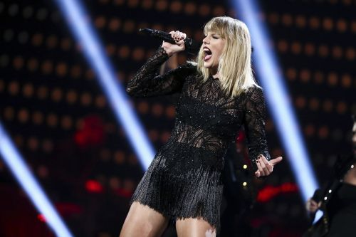 Taylor Swift's 'reputation' sells 1.22 million albums in 1st week