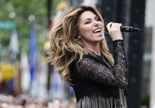Shania Twain apologizes after saying she would have voted for Trump