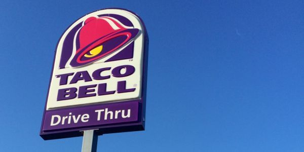 Joke vigil for burned Taco Bell draws more than 100