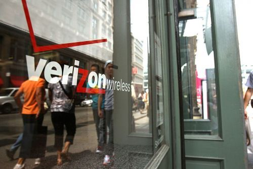 The shutdown of US wireless carriers' stores amid the coronavirus pandemic will disrupt consumer smartphone upgrade cycles