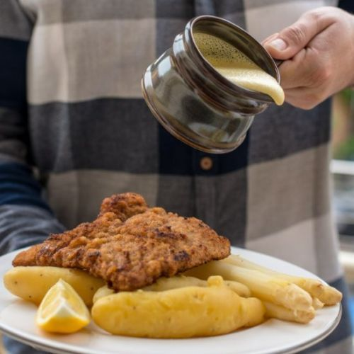 Schnitzel with Sauce Hollandaise