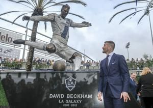 Galaxy unveil statue of Beckham before 2-1 win over Chicago