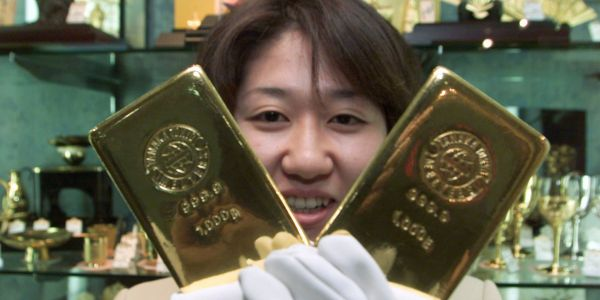 Something unusual is going on with gold