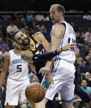 Mitchell scores 30, Jazz beat Hornets in Korver's debut