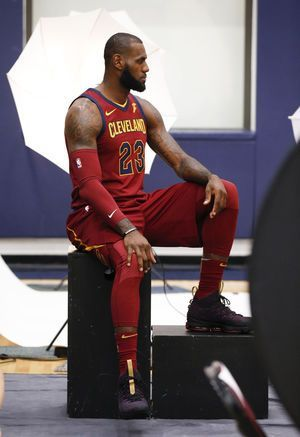 LeBron holds court, discusses Irving, distaste for Trump
