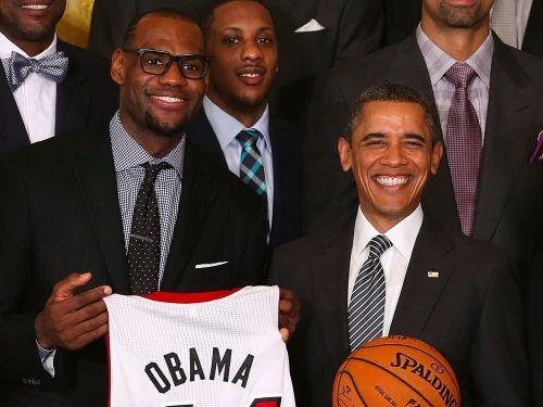 LeBron James says Trump is a 'bum' after the president disinvites Steph Curry, Warriors from White House